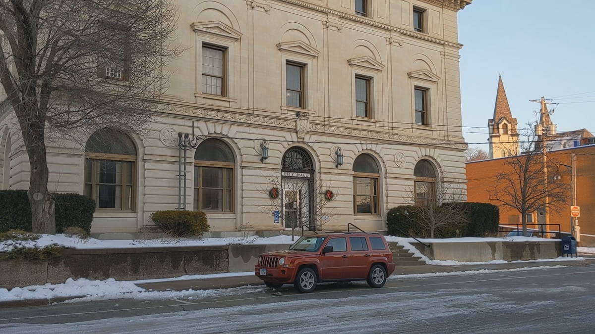 Ottumwa City Hall reopens on Tuesday, January 5th.