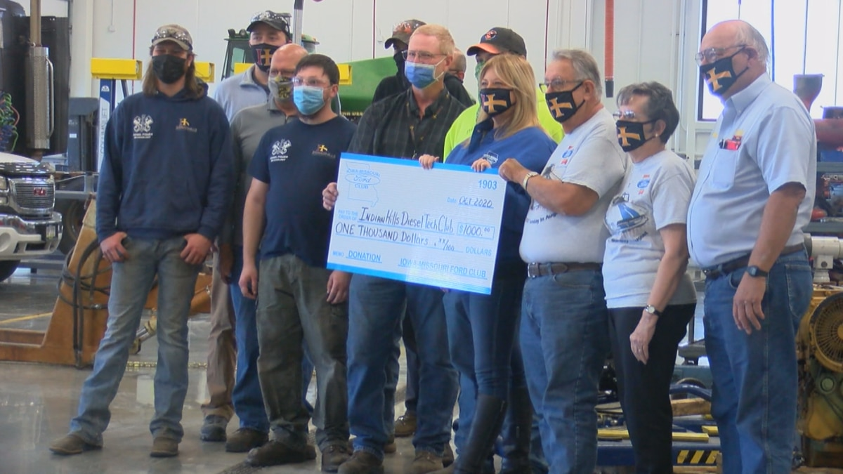 The Iowa-Missouri Ford Club donates money to the college as thanks for supporting and helping their Midwest Ford Fest.