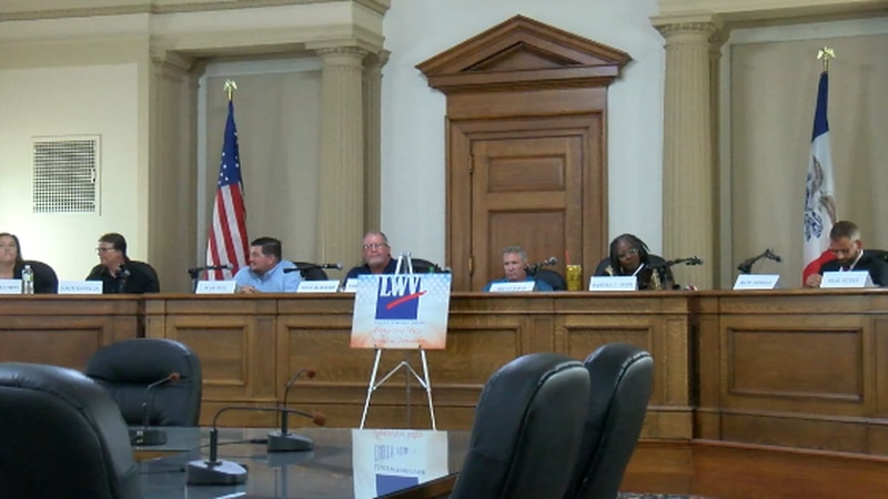 THE LEAGUE OF WOMEN VOTERS HELD A CANDIDATE FORUM IN OTTUMWA FOR CITY COUNCIL.